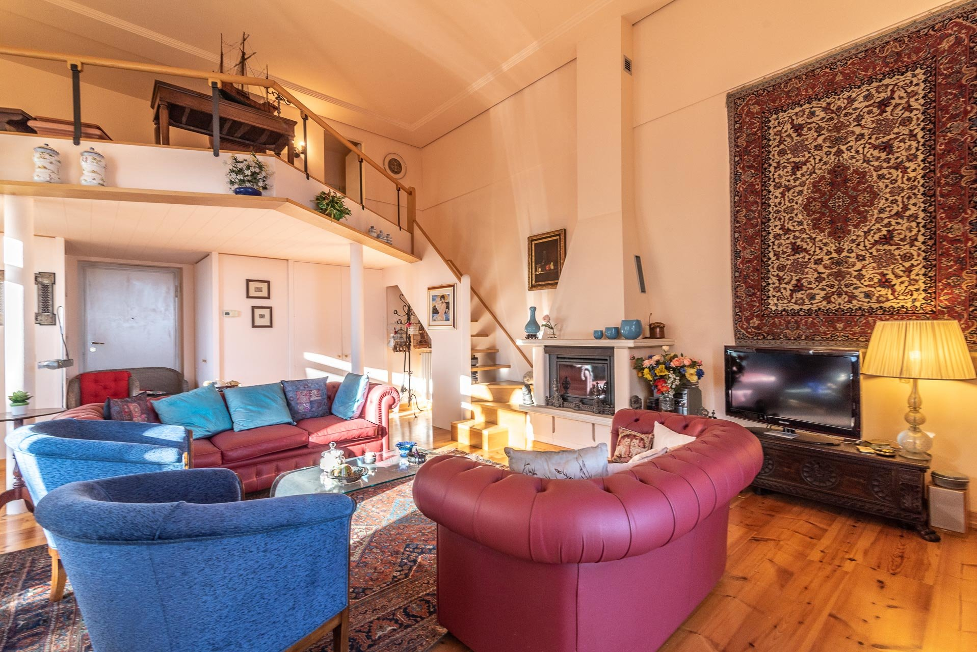 Lake view apartment for sell in Baveno - living room with loft