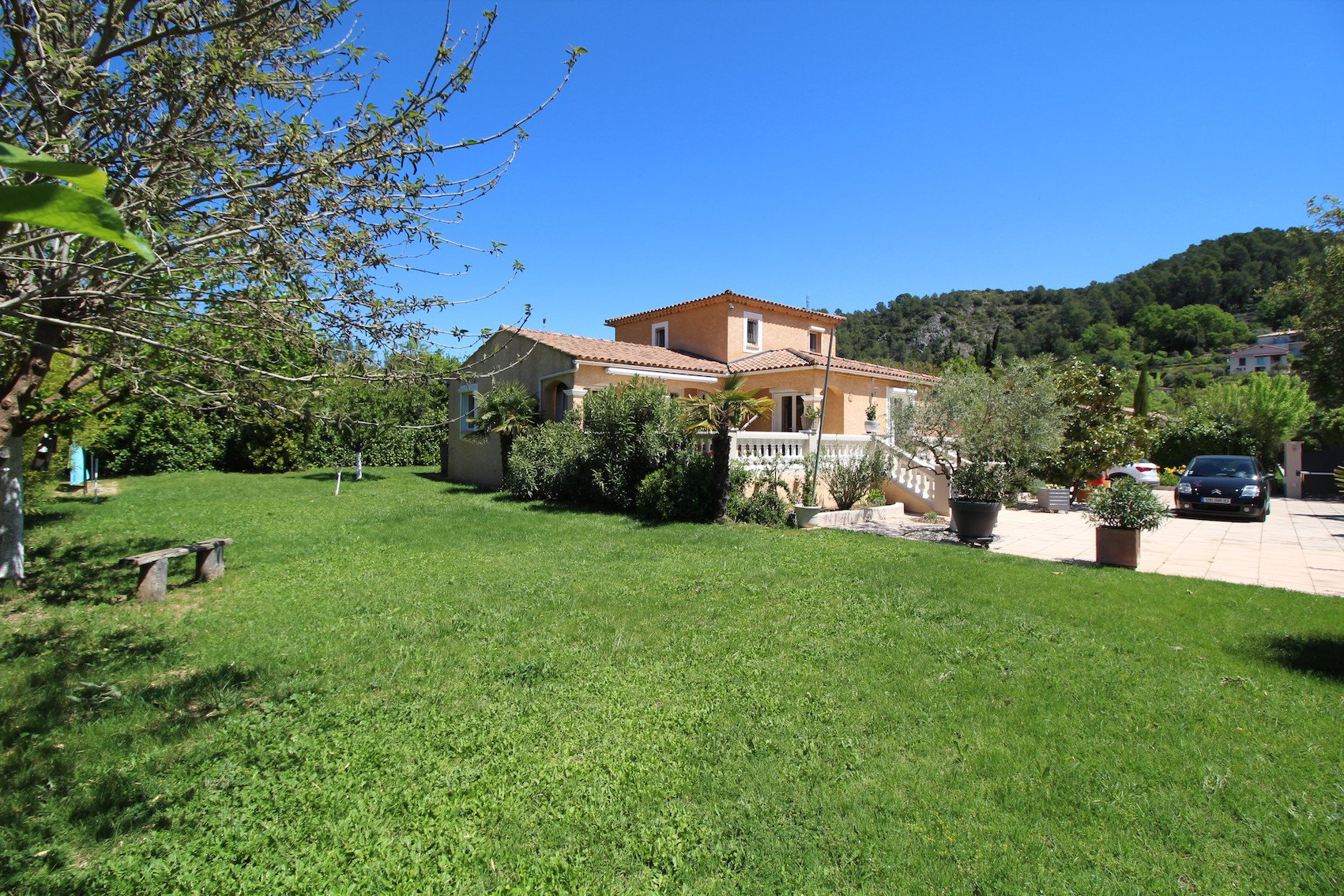 Barjols, a confortable house in the countryside
