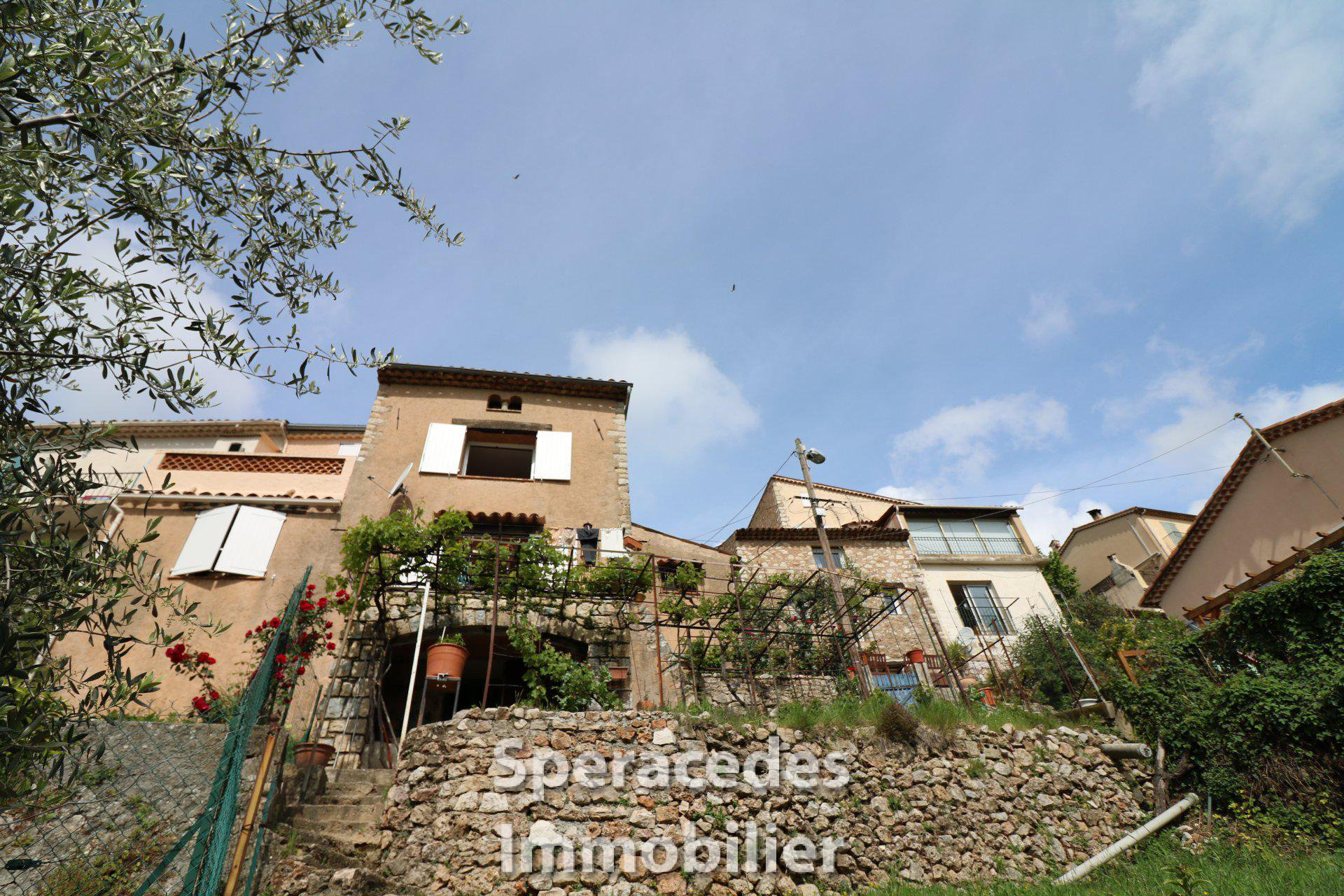 Village house with panoramic view over Spéracedes