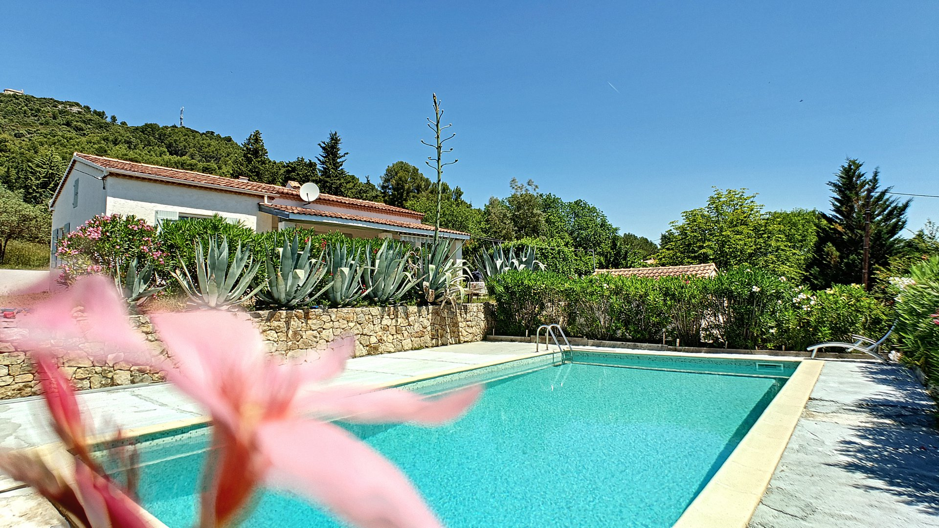 Newly refurbished house with pool and open views near Salernes