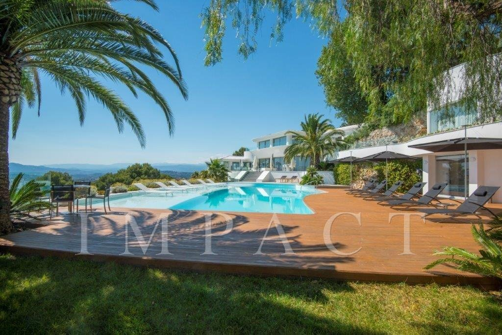 Prestigious villa to rent, completely renovated on the heights of Cannes