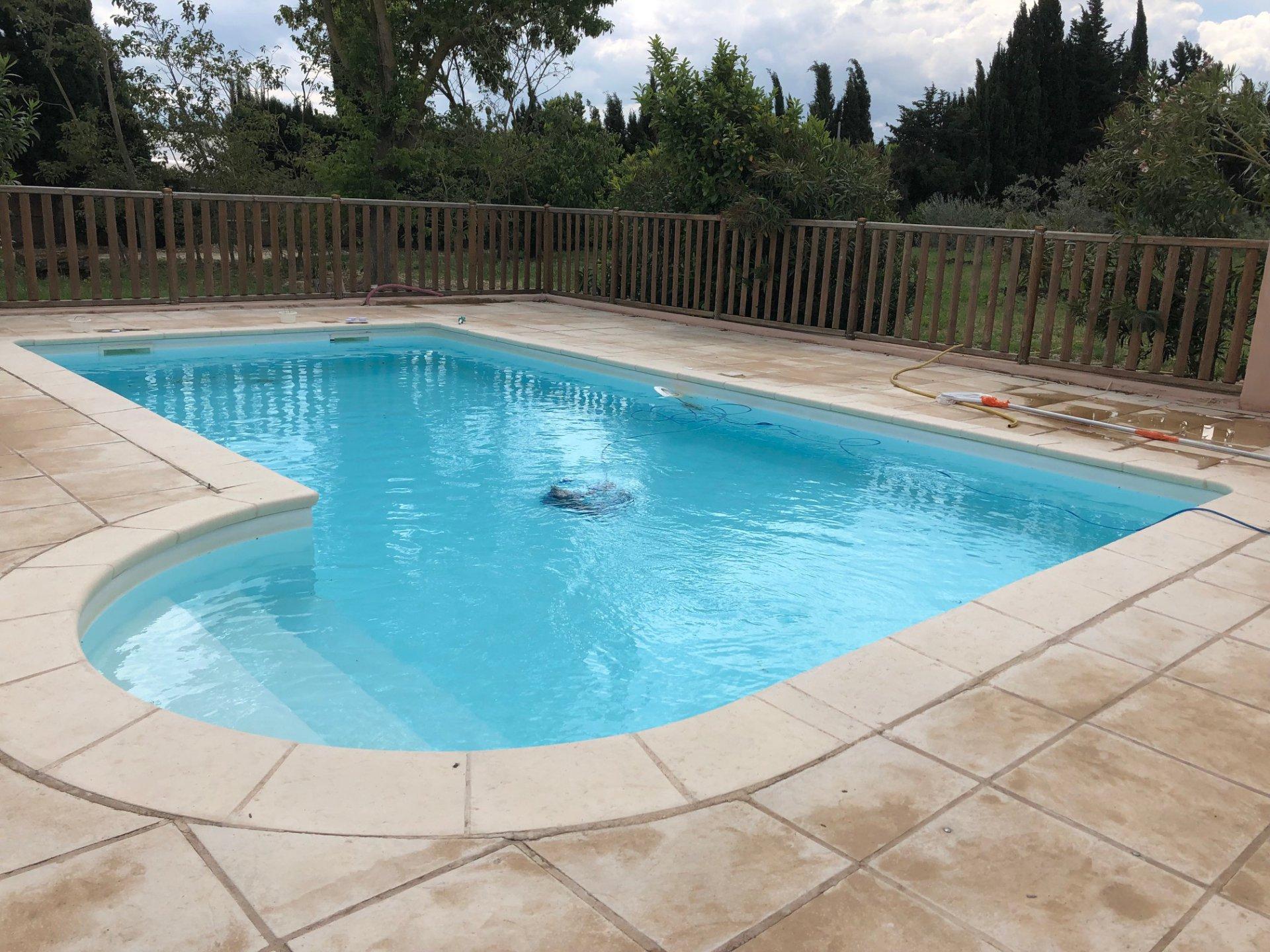 Mas de 380 m carrés rénové avec piscine et box à chevaux