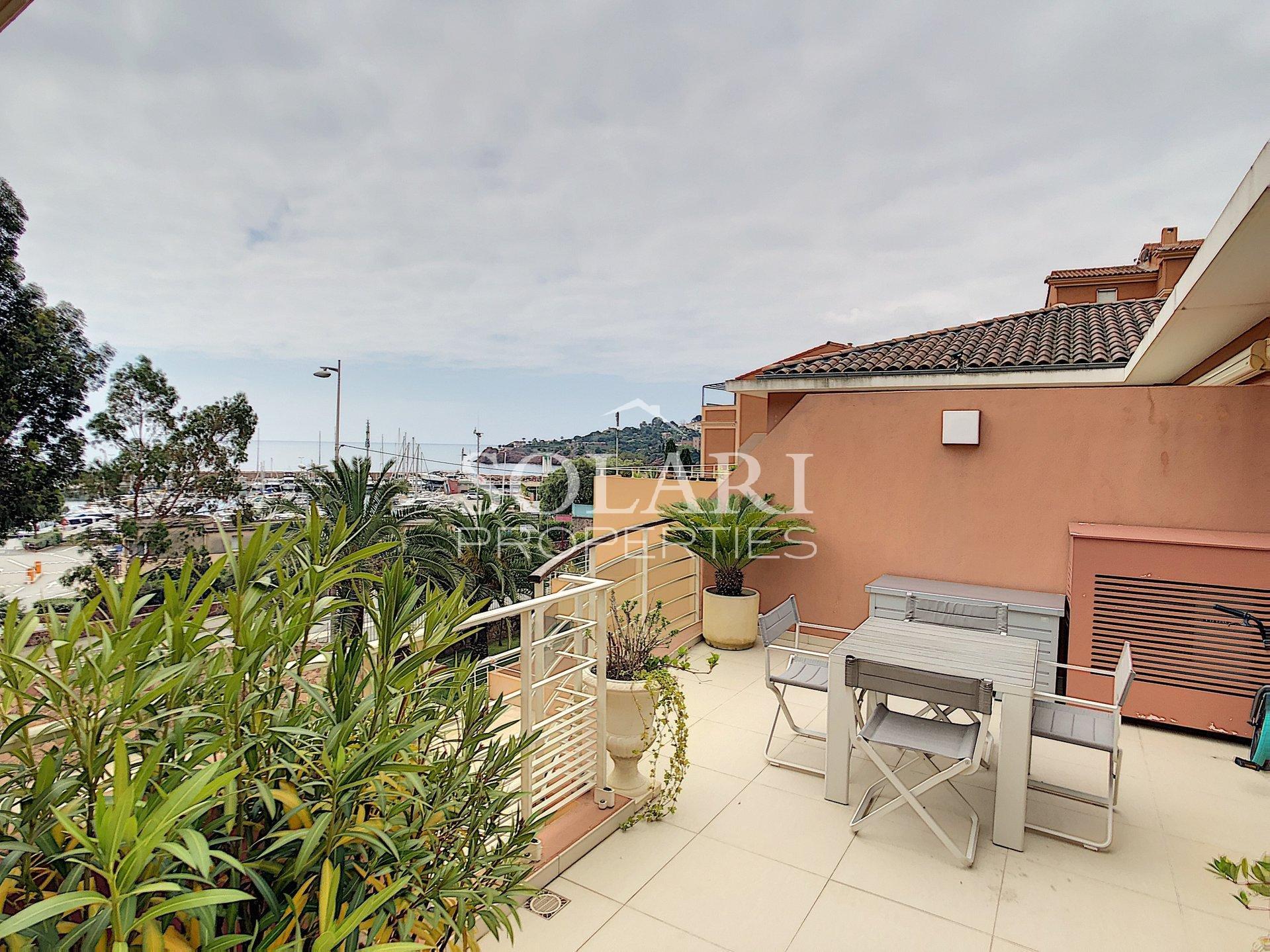 Top floor apartment facing beaches