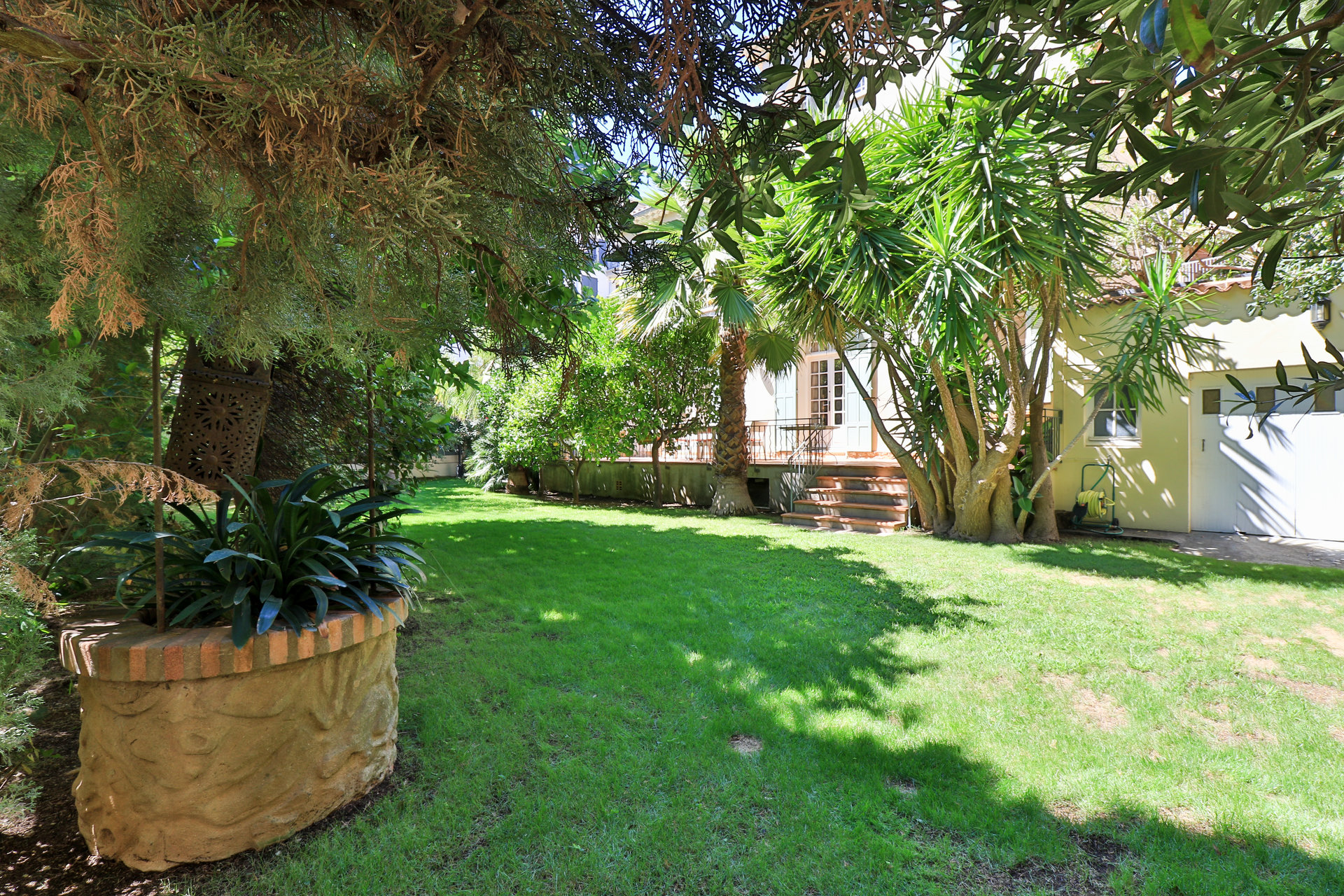 VILLA HOUSE FOR SALE IN HYERES