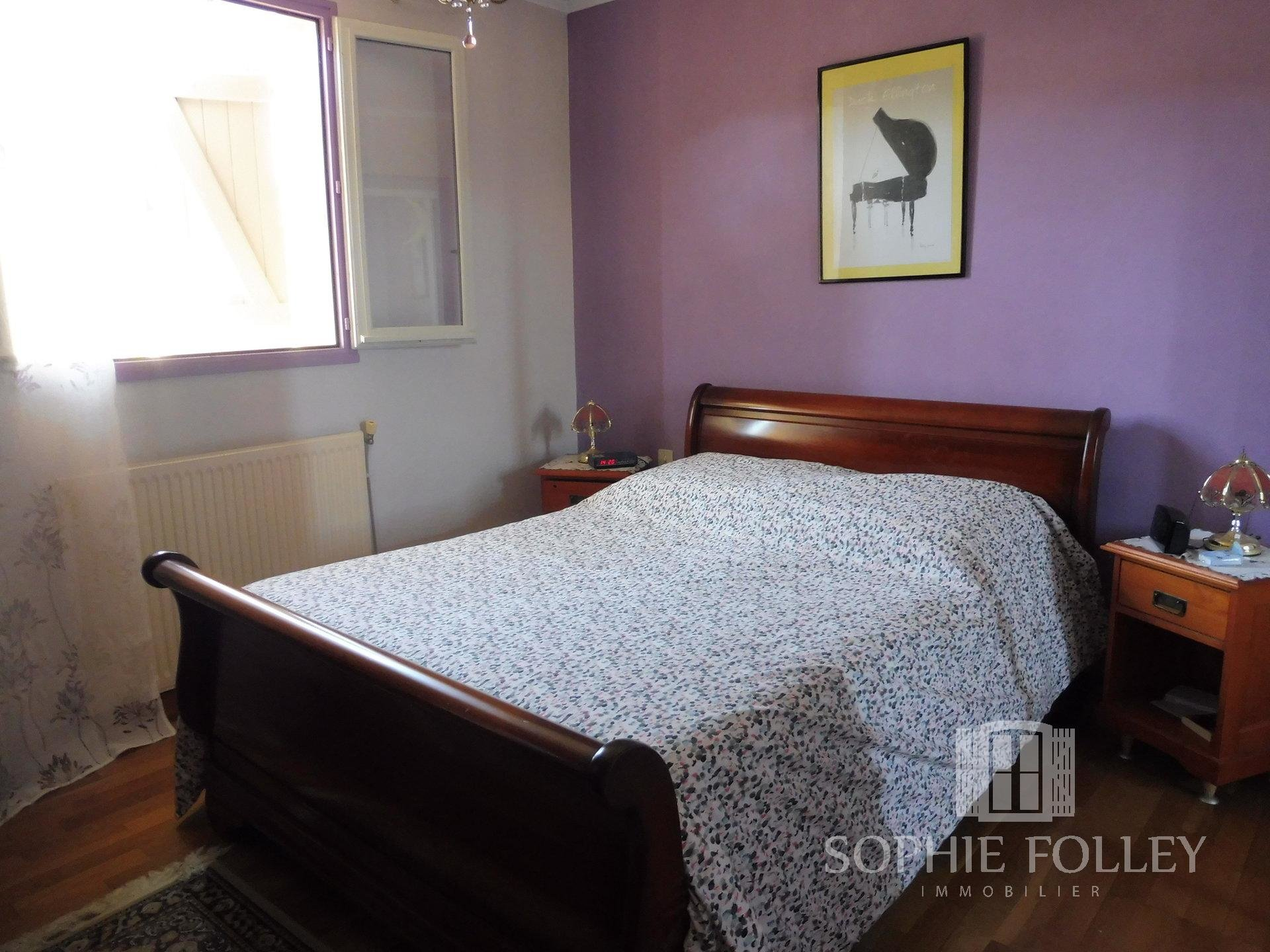 A well maintained property with garden, clost to town centre
