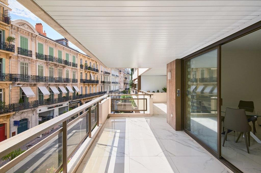 luxury apartment for sale in Cannes, Le Gray D'Albion - 3 bedroom apartment