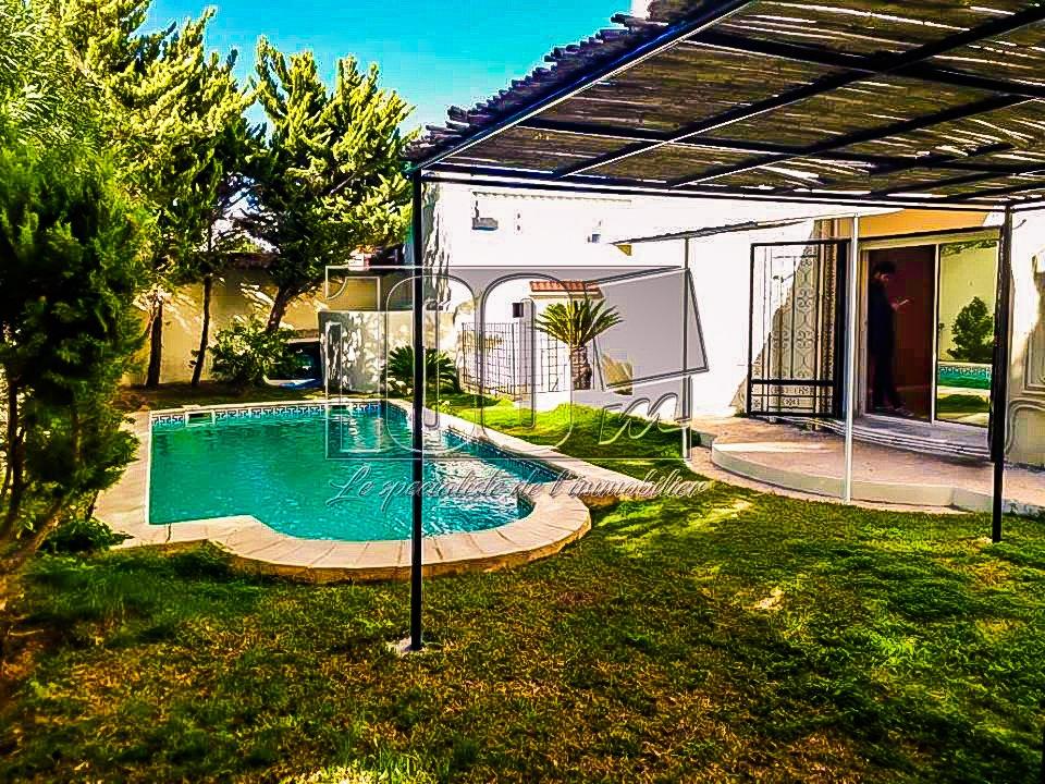 Vente charmante villa avec piscine à Chotrana 3