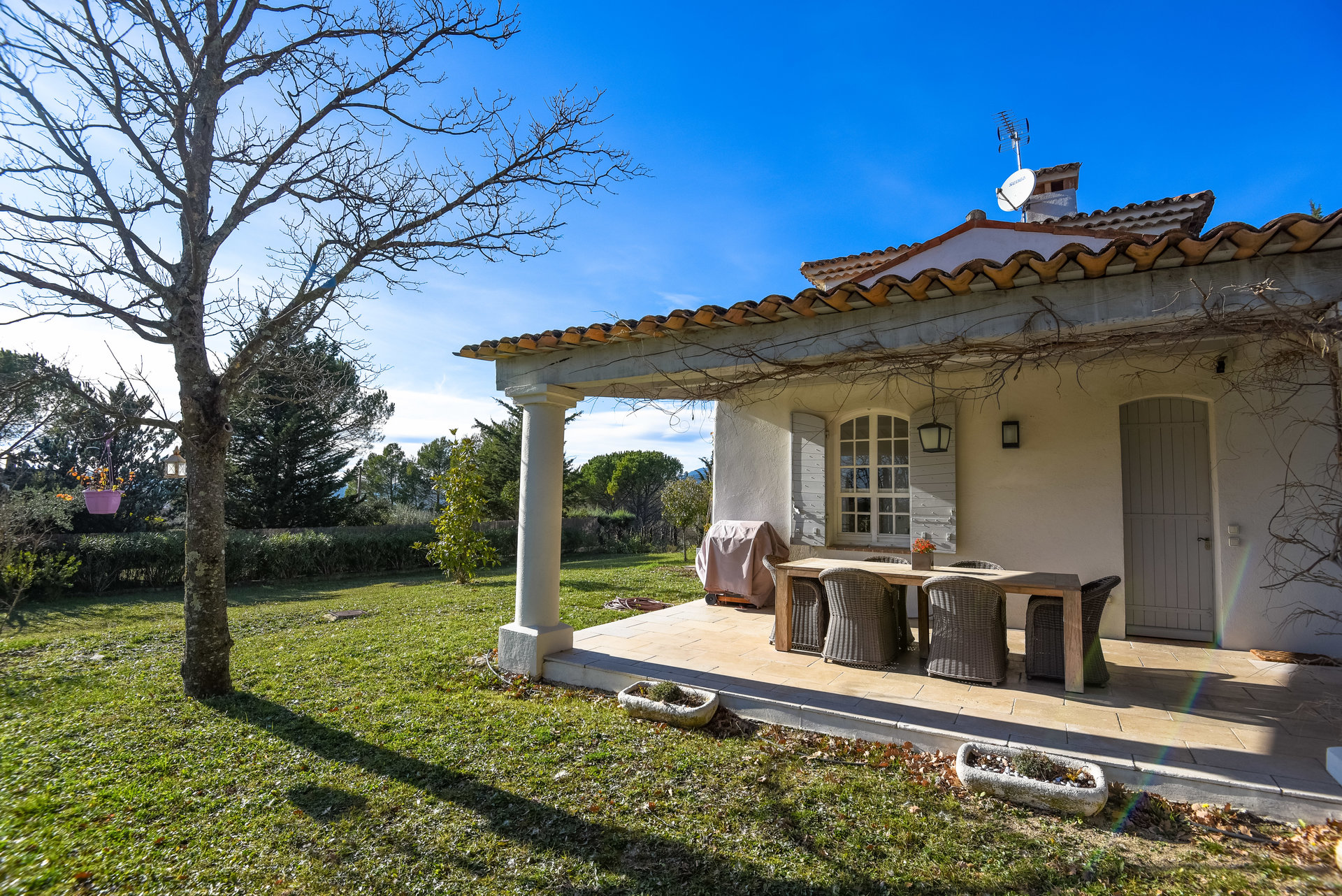 Within walking distance to the village of FAYENCE