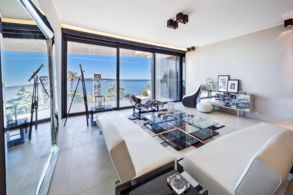 CANNES CALIFORNIE - BEAUTIFUL AND VAST 2-BEDROOM APARTMENT