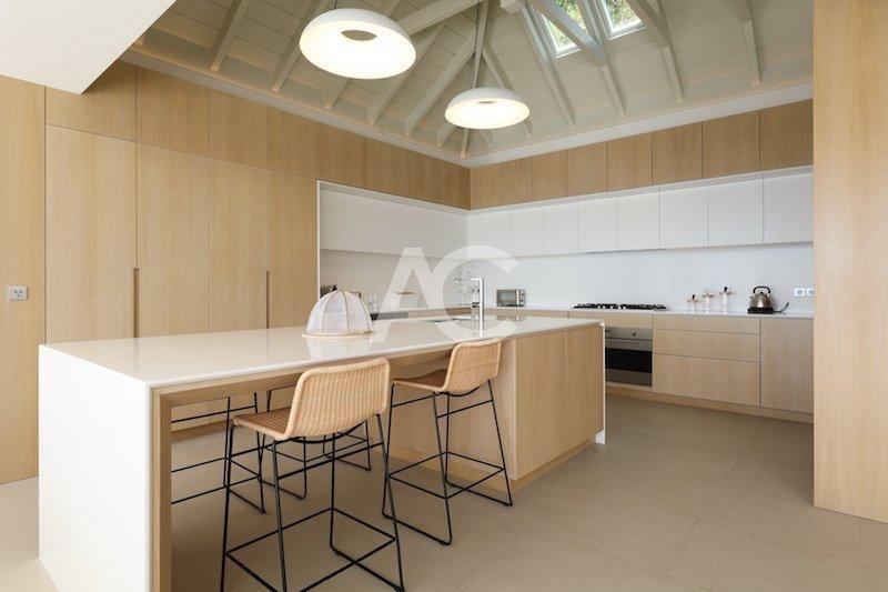 Кухонный бар, световой люк