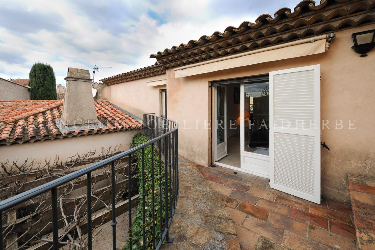 Few meters from Place des Lices, house with garden and garage