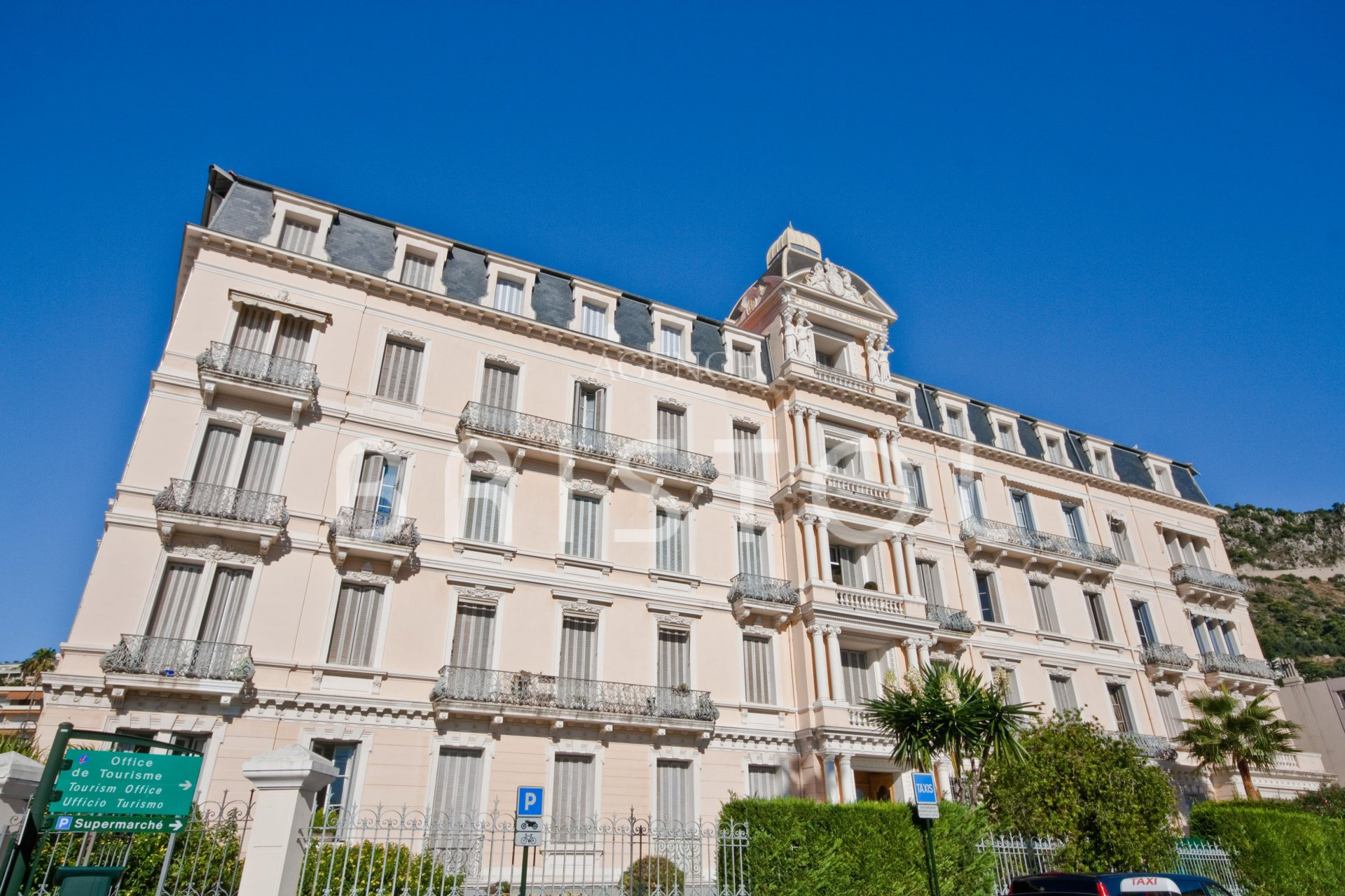 Belle Epoque apartment in Beaulieu on top floor with sea view