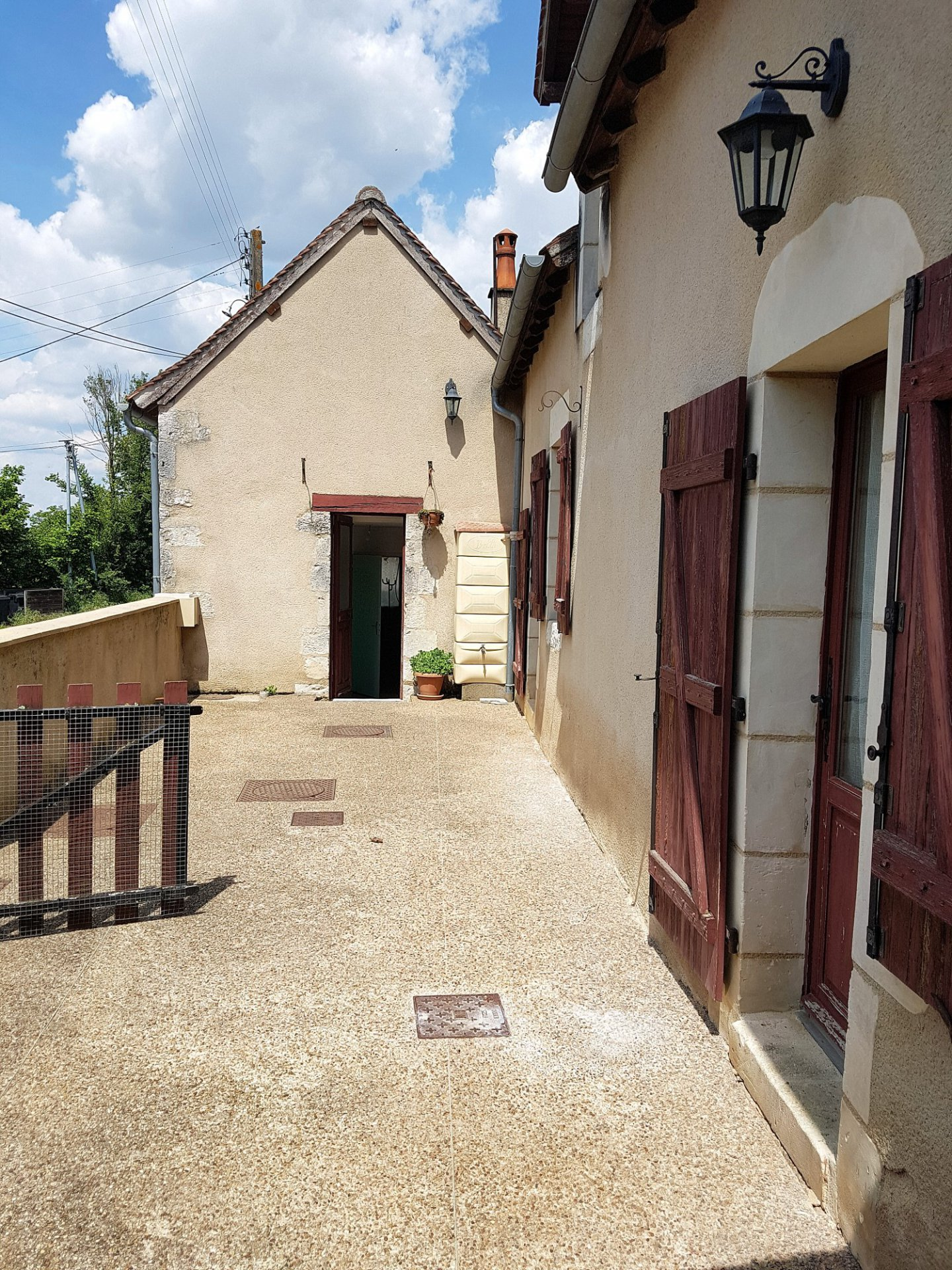 Angles sur l'Anglin, Vienne 86: nice house with courtyards