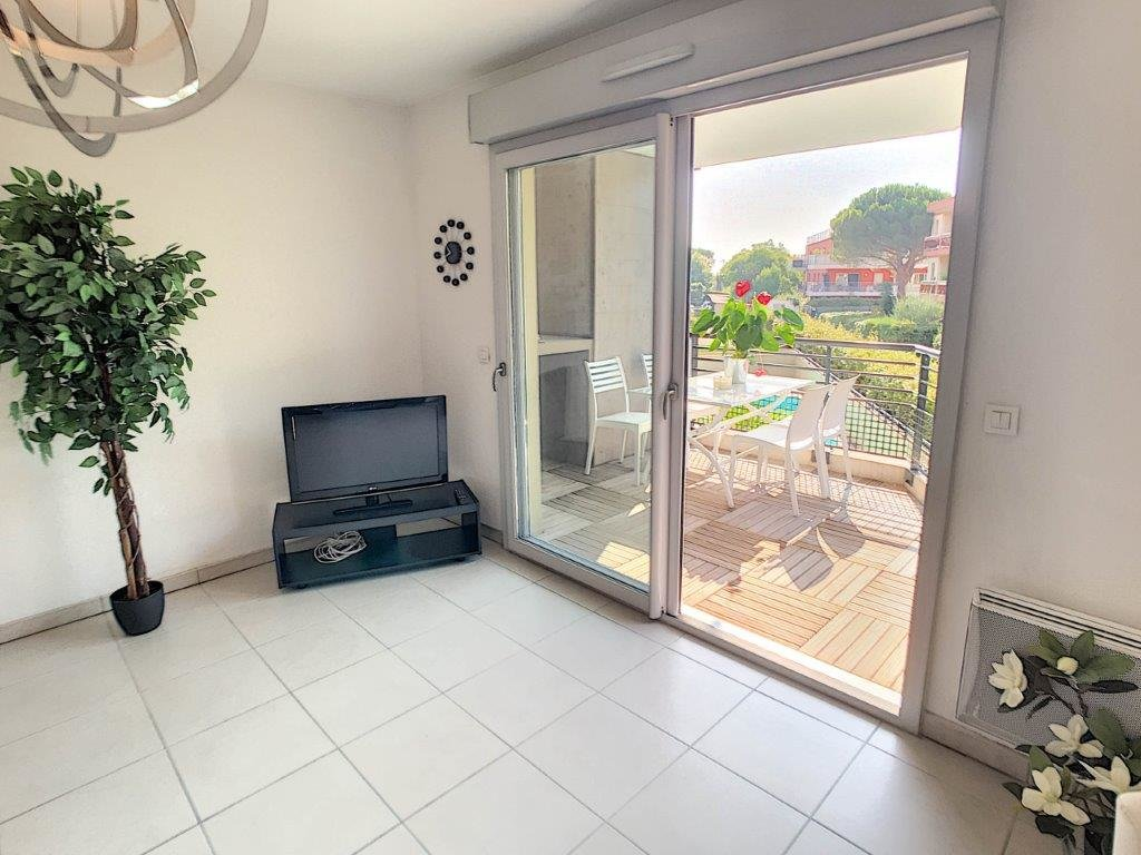SALE Apartment 3 Rooms Villeneuve-Loubet Plages Terrace Open Views Garage!