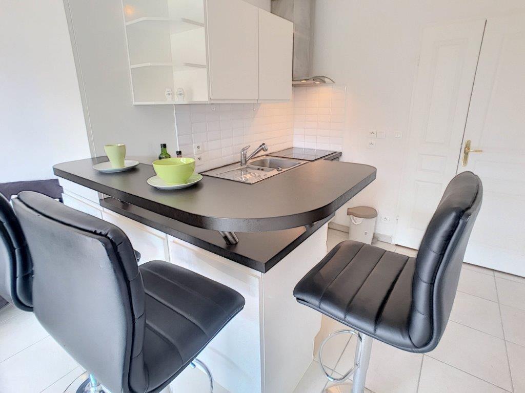 SALE Apartment 3 Rooms Villeneuve-Loubet Plages Terrace Open Views Garage!