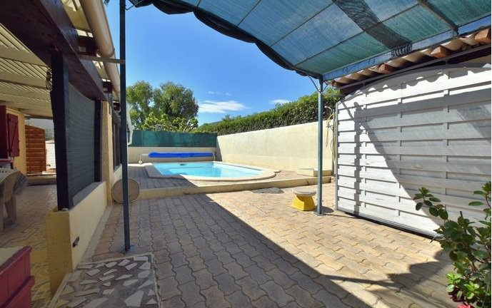 Secteur de Thuir, à vendre agréable villa de plain-pied, 3 chambres et piscine