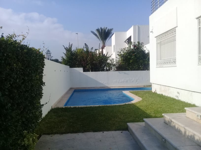 For sale villa with pool at Lac1