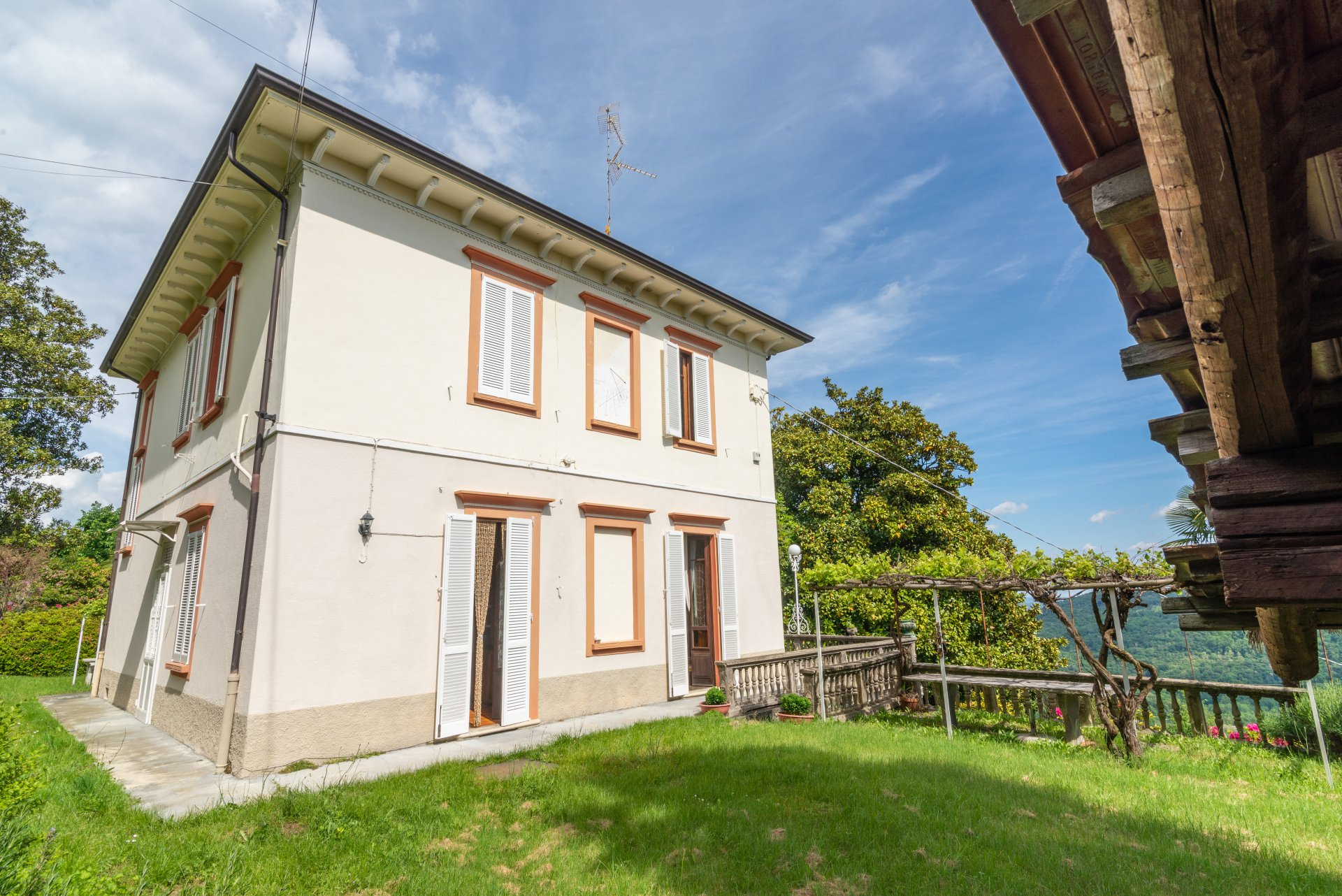 Historic property for sale in Lago Maggiore - facade