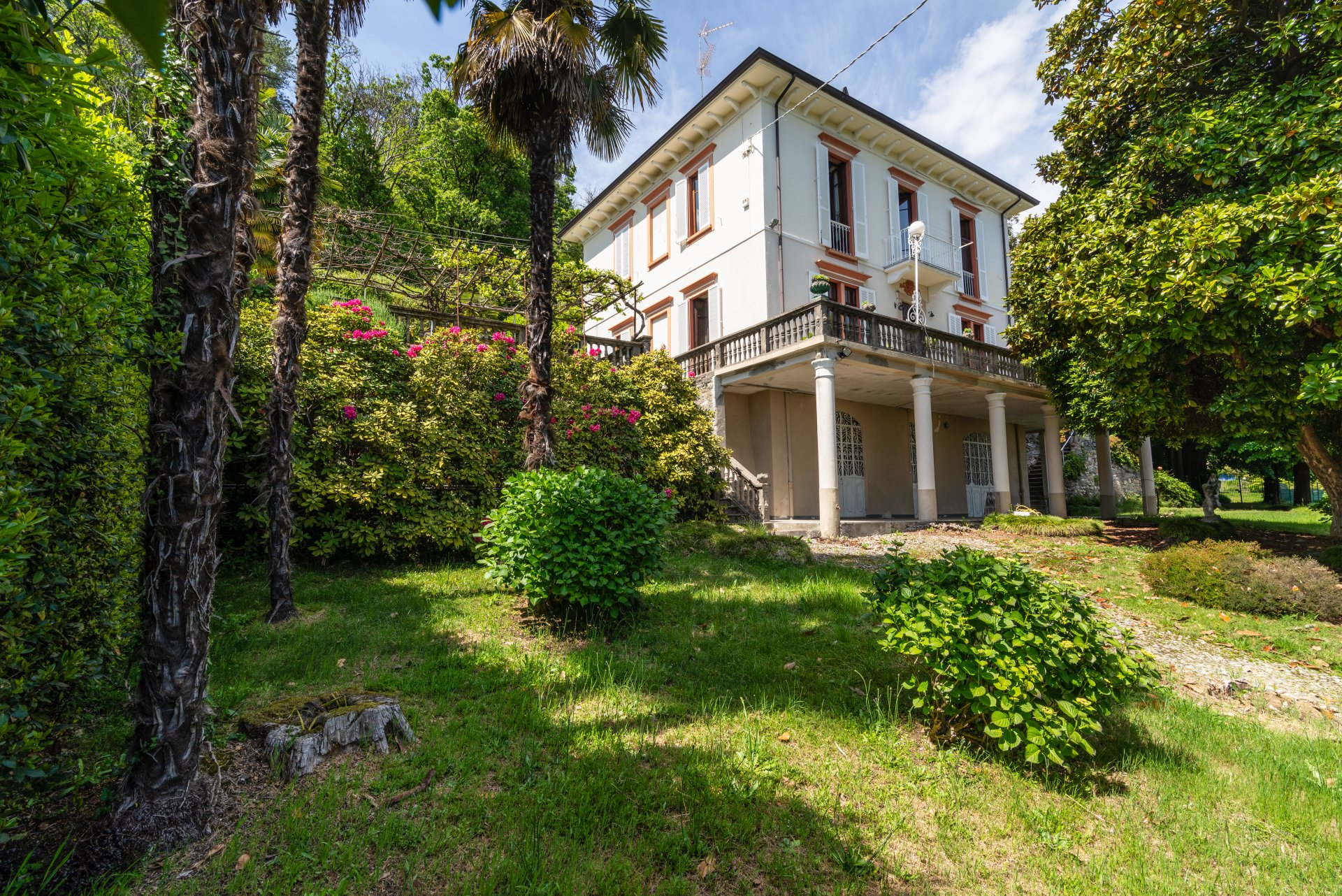 Historic property for sale in Lago Maggiore- real estate with garden