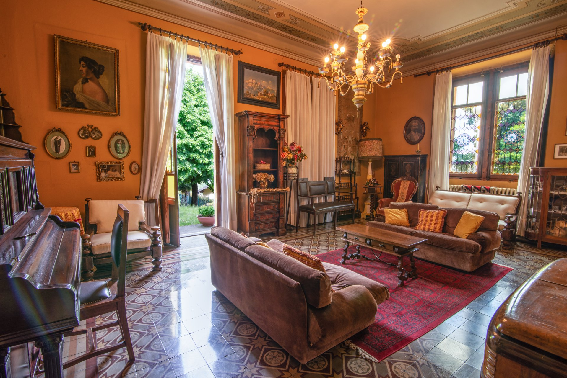 Historic property for sale in Lago Maggiore - large living room