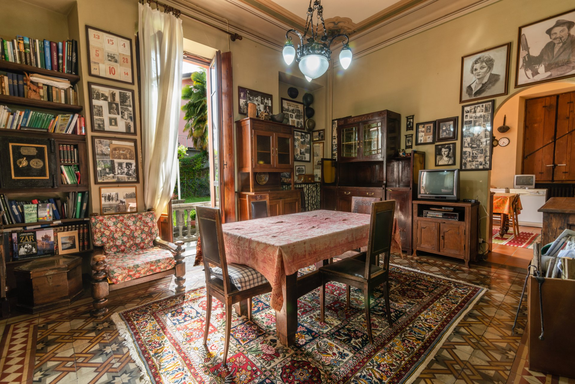 Historic property for sale in Lago Maggiore- dining room