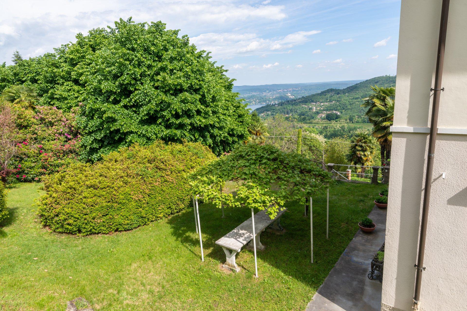 Proprietà storica in vendita al Lago Maggiore- ampio giardino