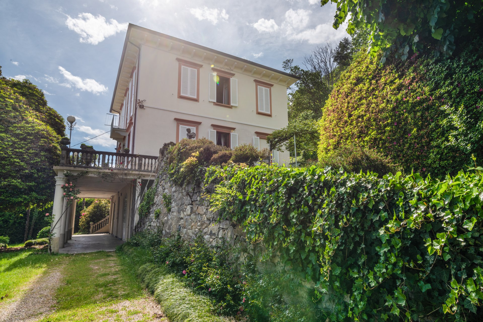Historic property for sale in Lago Maggiore-external of the real estate