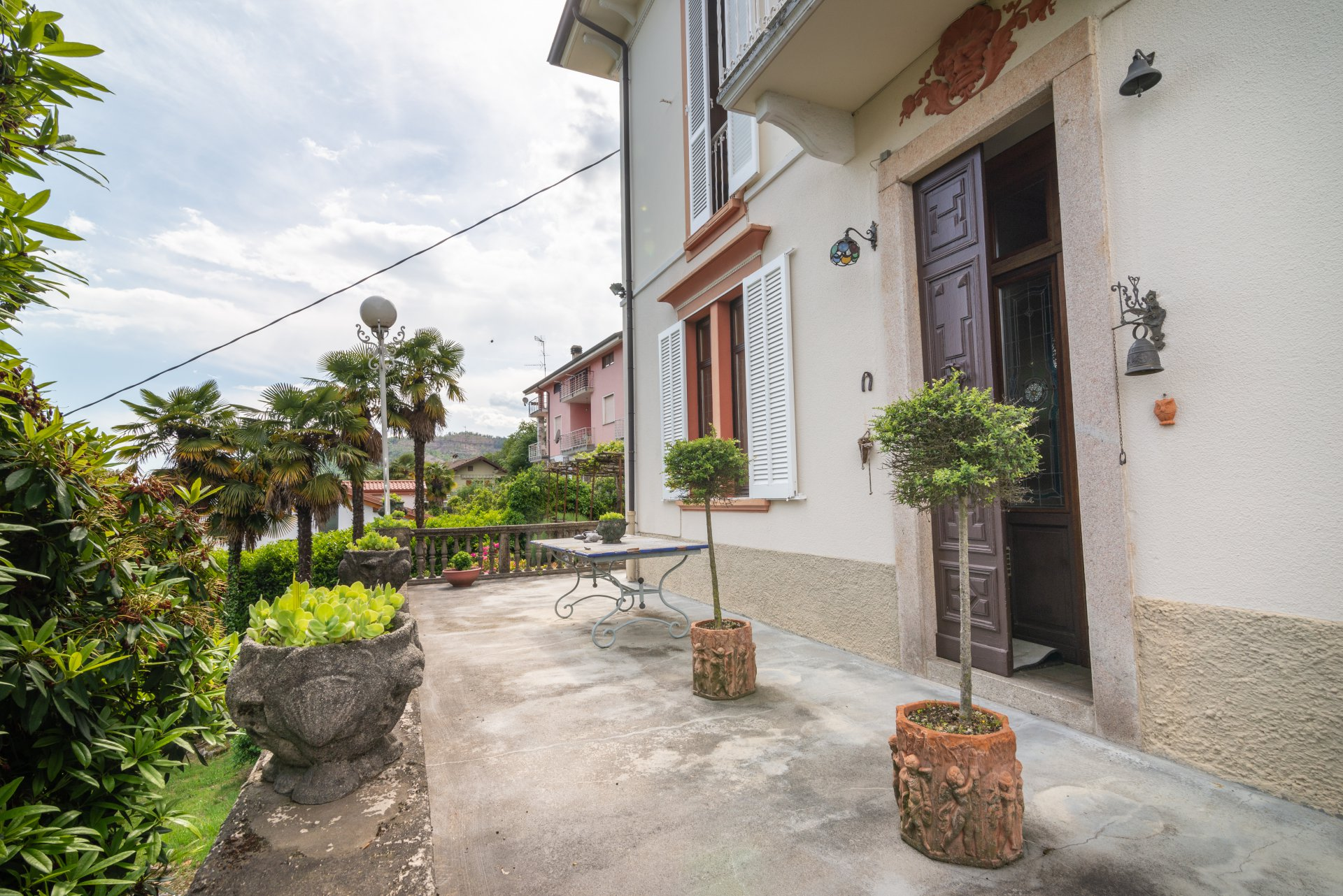 Historic property for sale in Lago Maggiore - elegant entrance