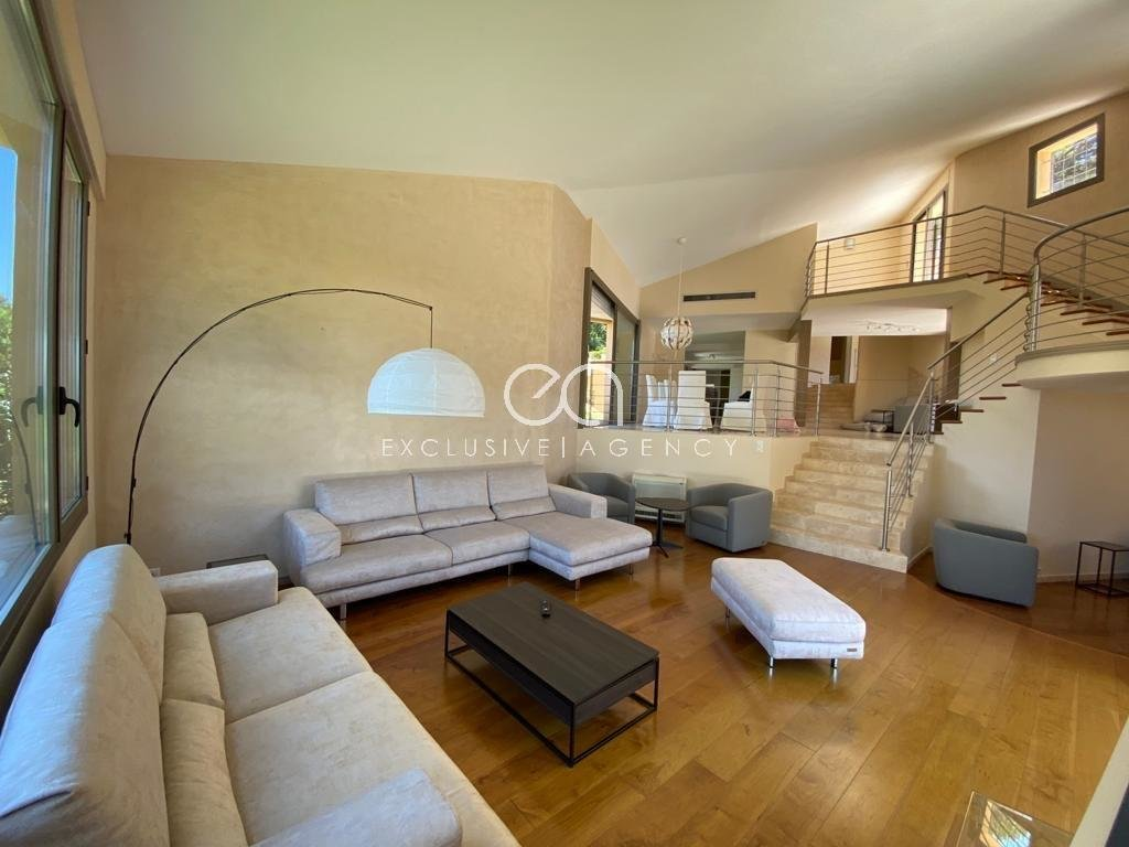 Mougins villa 455sqm plus annex 170 sqm - Plat of 5200sqm swimming pool.