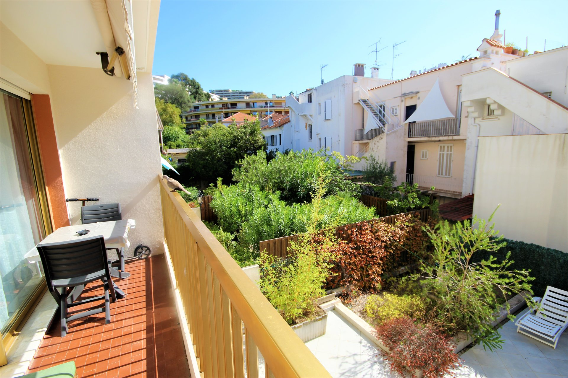 CANNES SALE STUDIO IN QUIET CLOSE CENTER TOWN FOOT