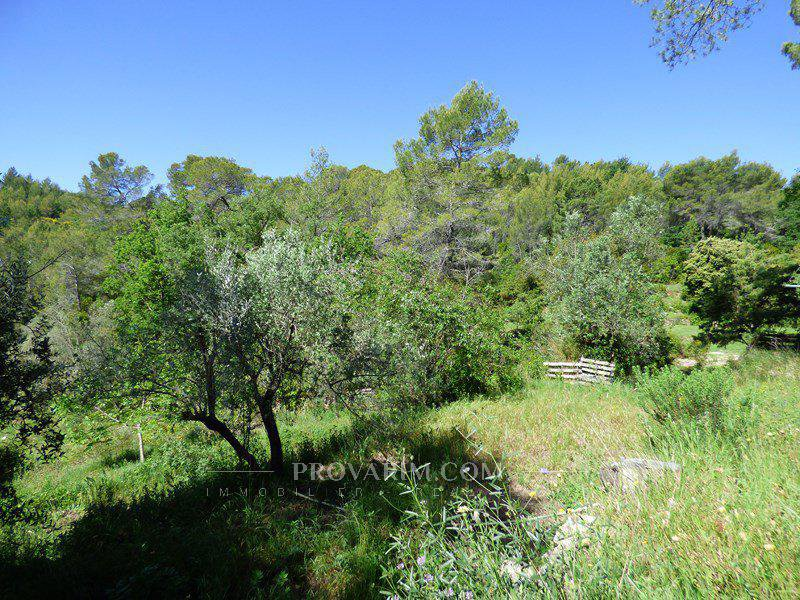 CLAVIERS : Rare, old bastidon on 4,6 hectares