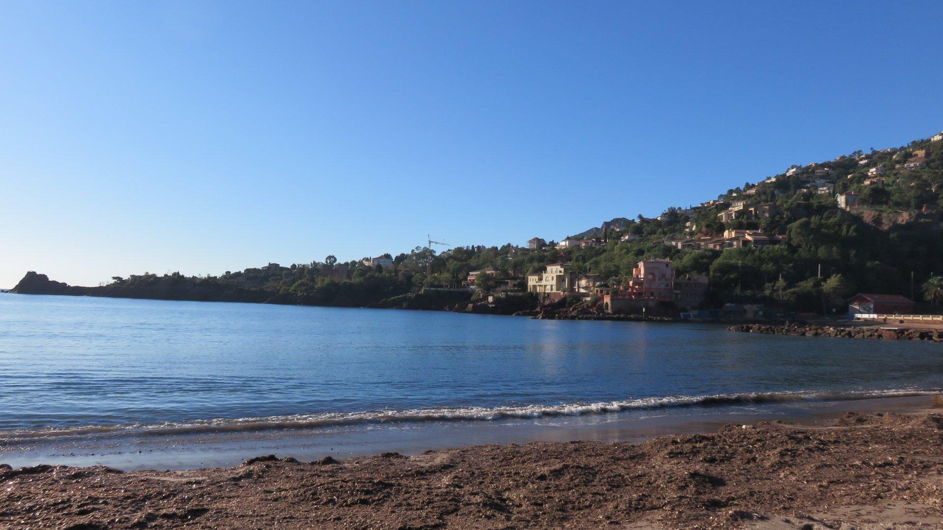 proche de la plage et du port