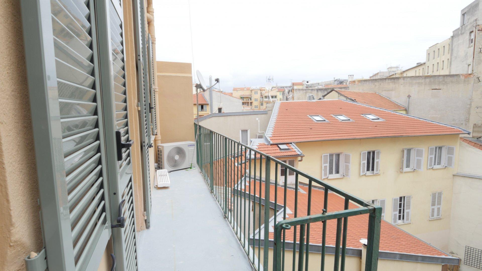 CARRE D'OR, 2 pièces avec balcon