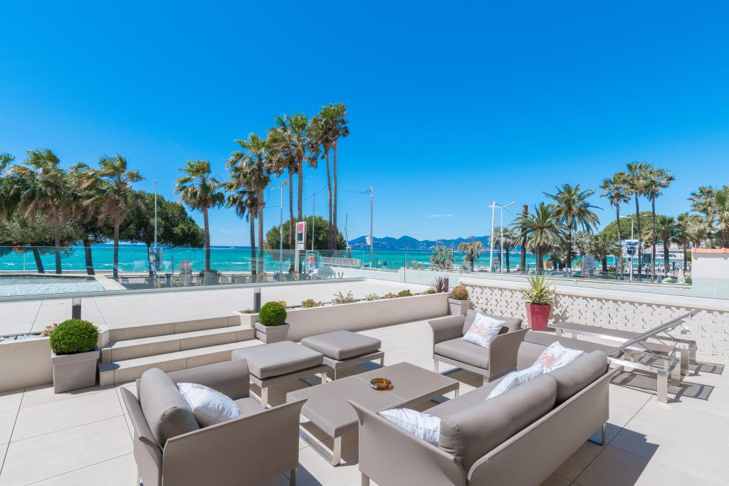 CANNES CROISETTE - SPLENDIDE APPARTEMENT VILLA DE 213 M²