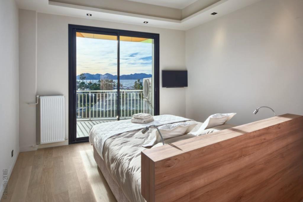 CANNES CROISETTE - SUPERB 4-BEDROOM APARTMENT