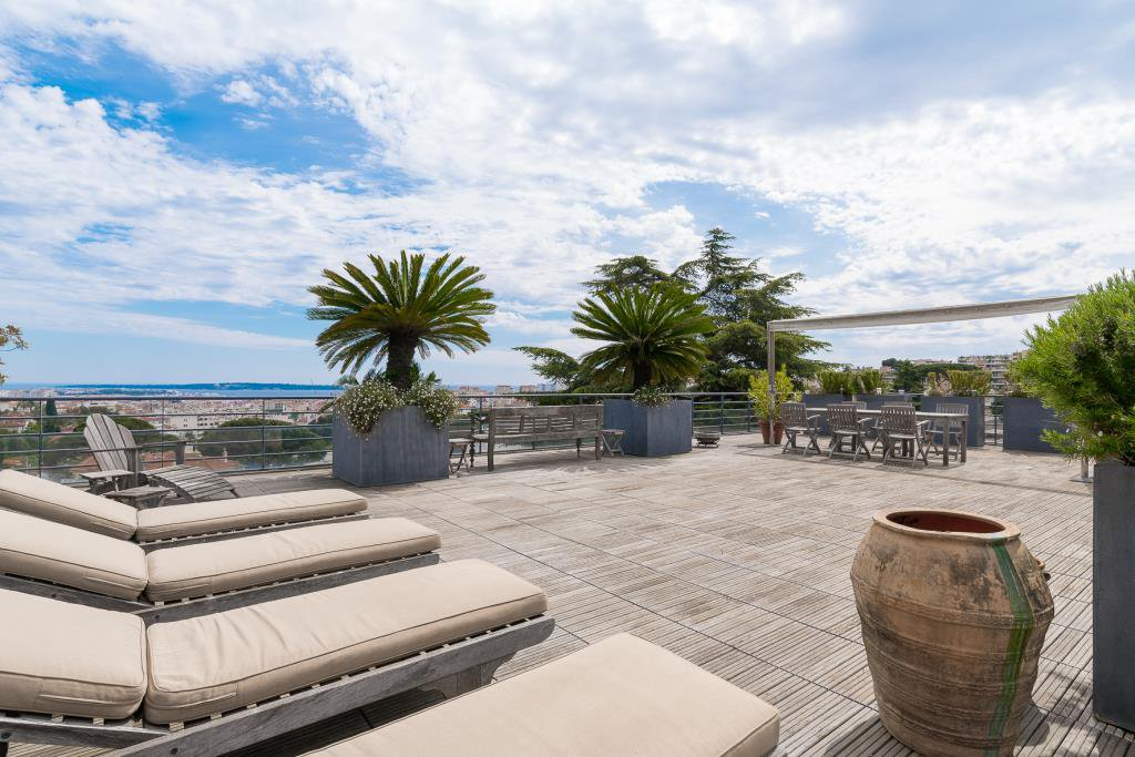 CANNES PETIT JUAS - CO EXCLUSIVITE  - APPARTEMENT EN DERNIER ETAGE
