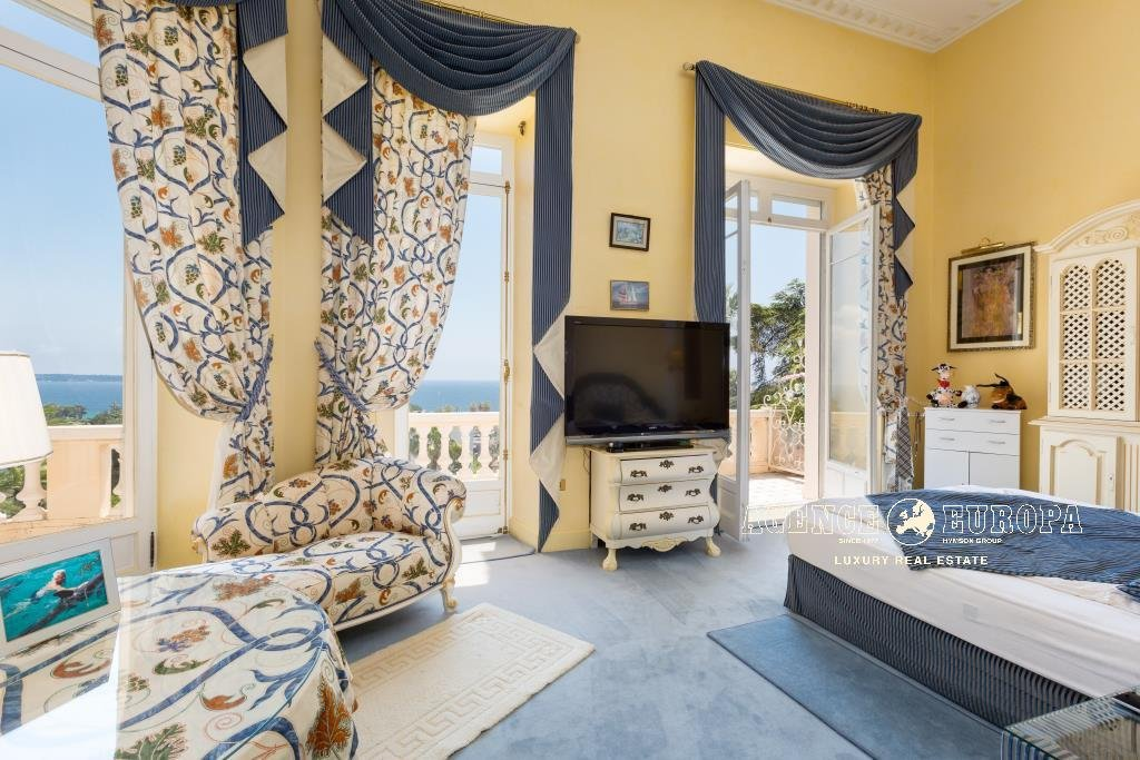 CANNES CROIX DES GARDES - BEAUTIFUL APARTMENT IN A MANSION