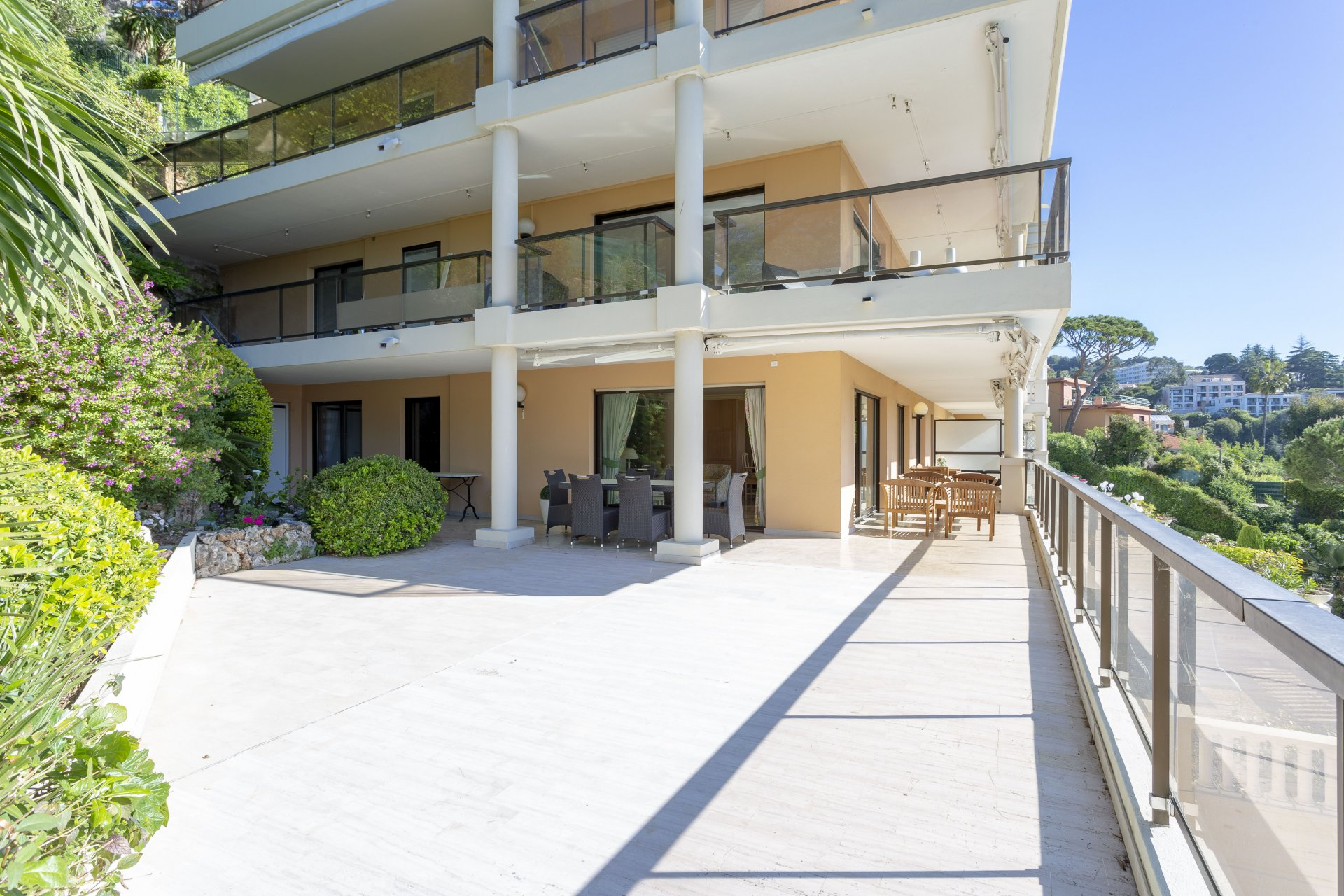 CANNES CROIX DE GARDES - NICE 3-BEDROOM APARTMENT WITH LARGE TERRACE