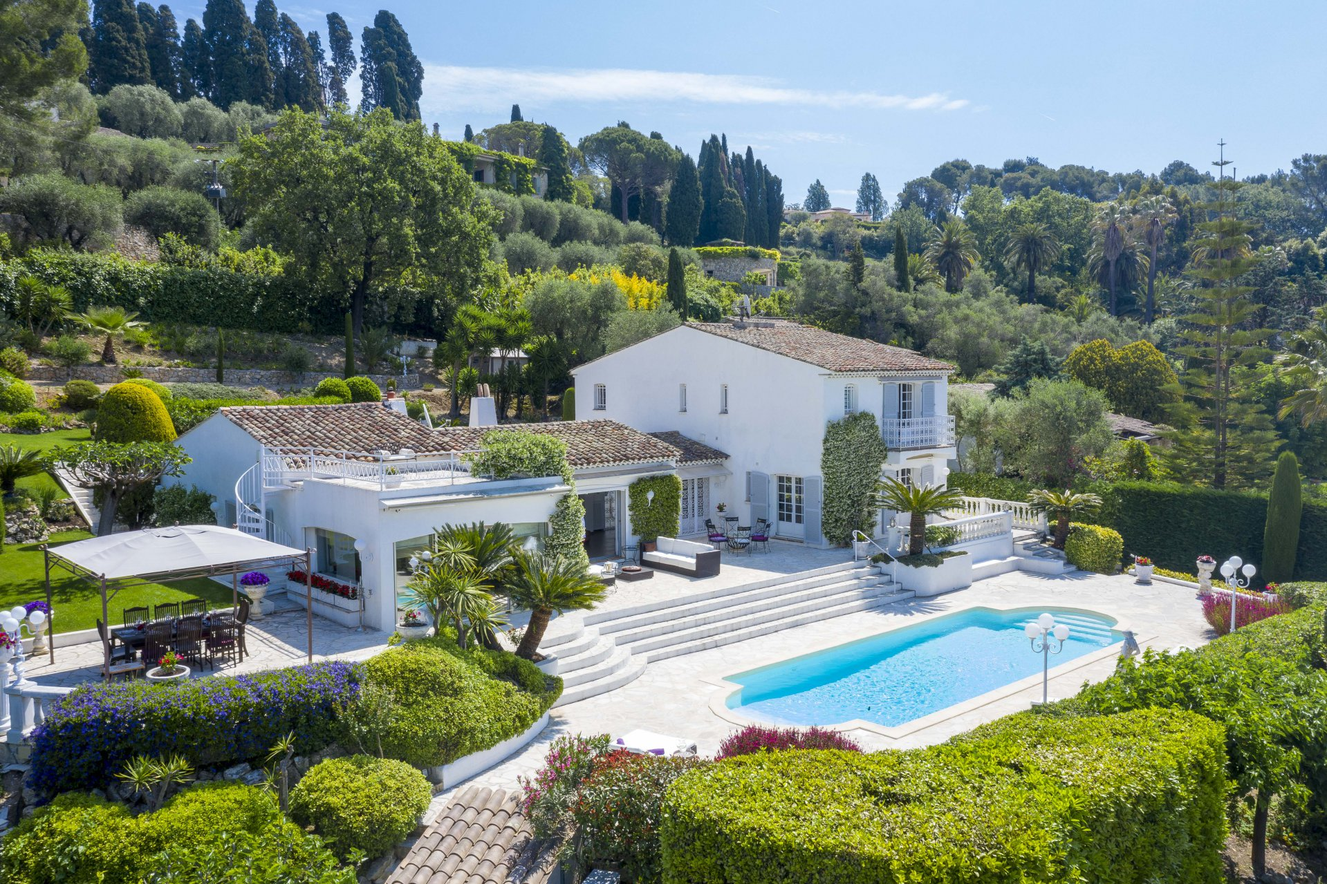Purchase / Sale  Villa closed domain in Mougins