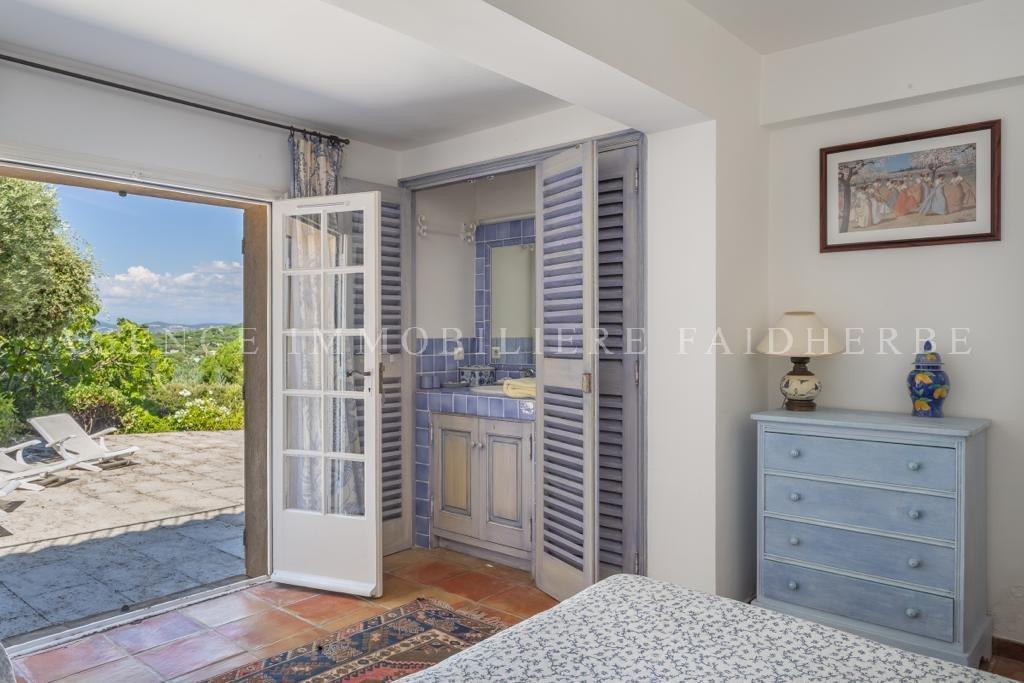 Pierredon area, seaview villa with two floors