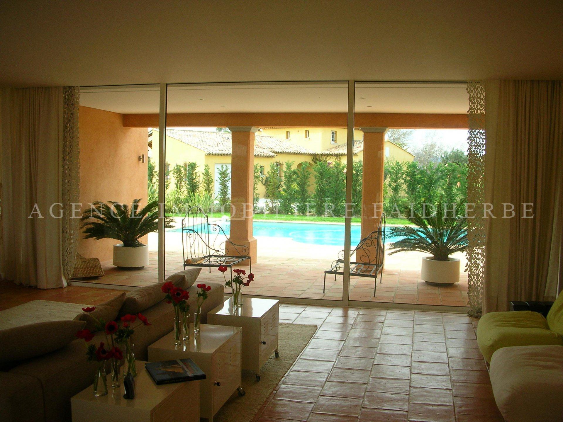 Aux Canoubiers, Villa mit Pool