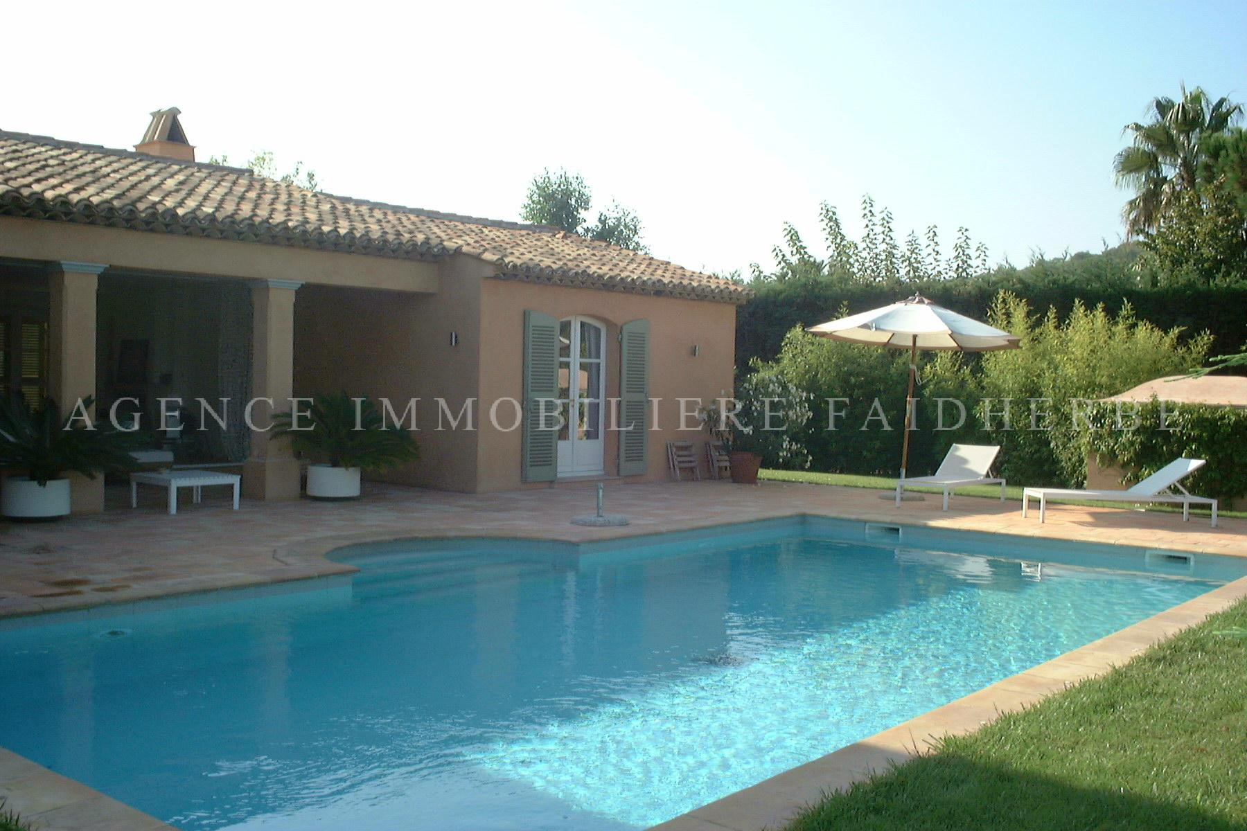 Area : Les Canoubiers, villa with a swimming pool