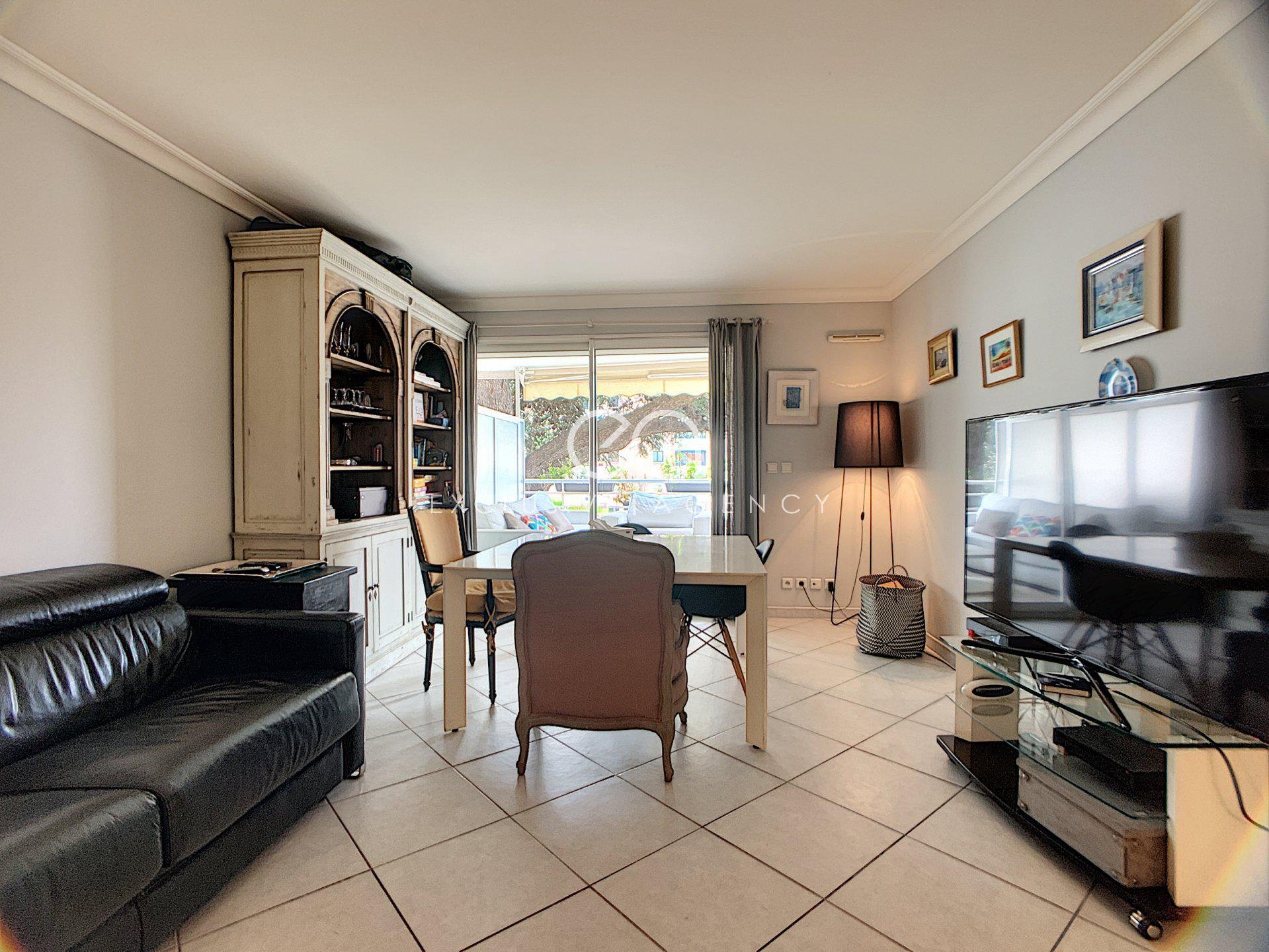 Cannes city center 2-bedroom apartment  of 66m2 with garage.