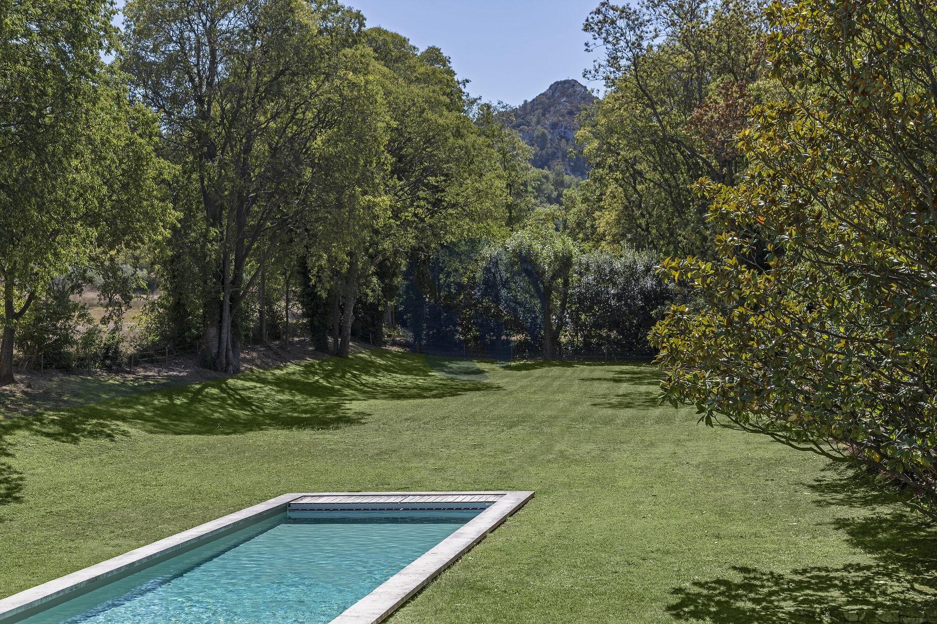 Contemporary villa in Alpilles