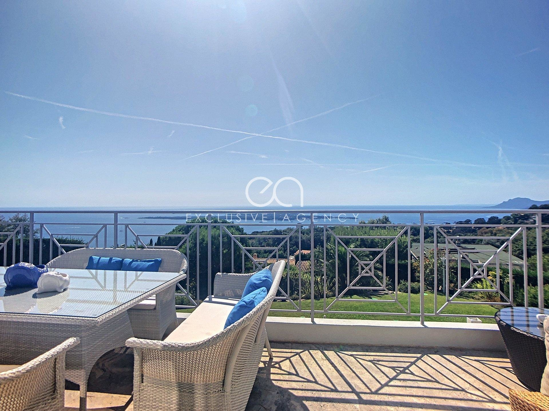 Super Cannes for sale Luxury villa 260sqm 5-bedrooms and stunning panoramic sea view.