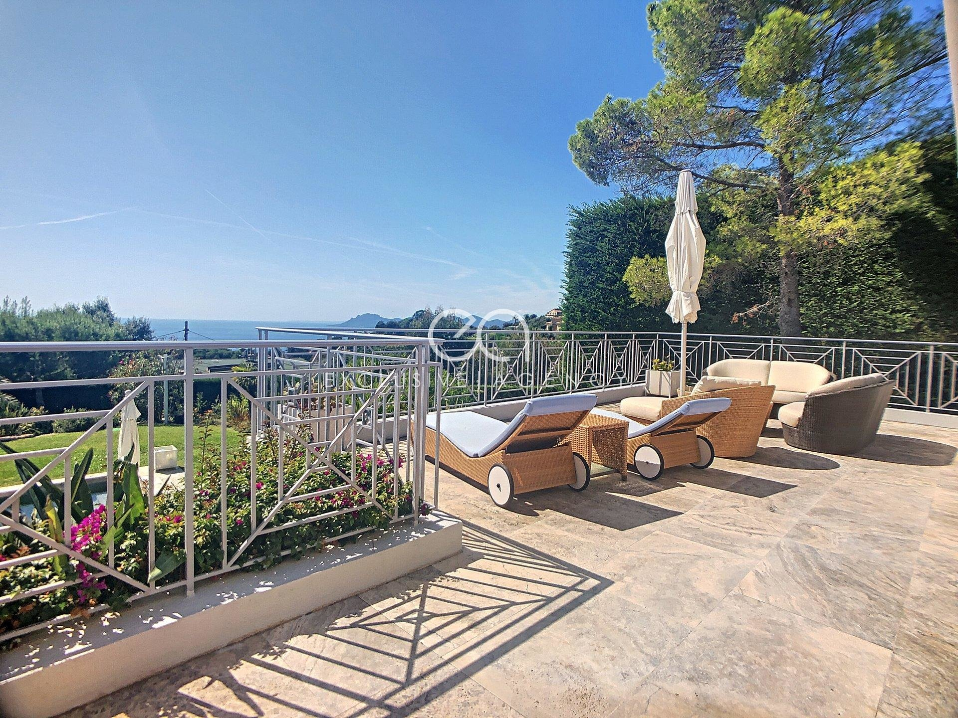 Super Cannes Luxury furnished villa Monthly rental 260sqm 7-room with stunning panoramic sew view and heated pool