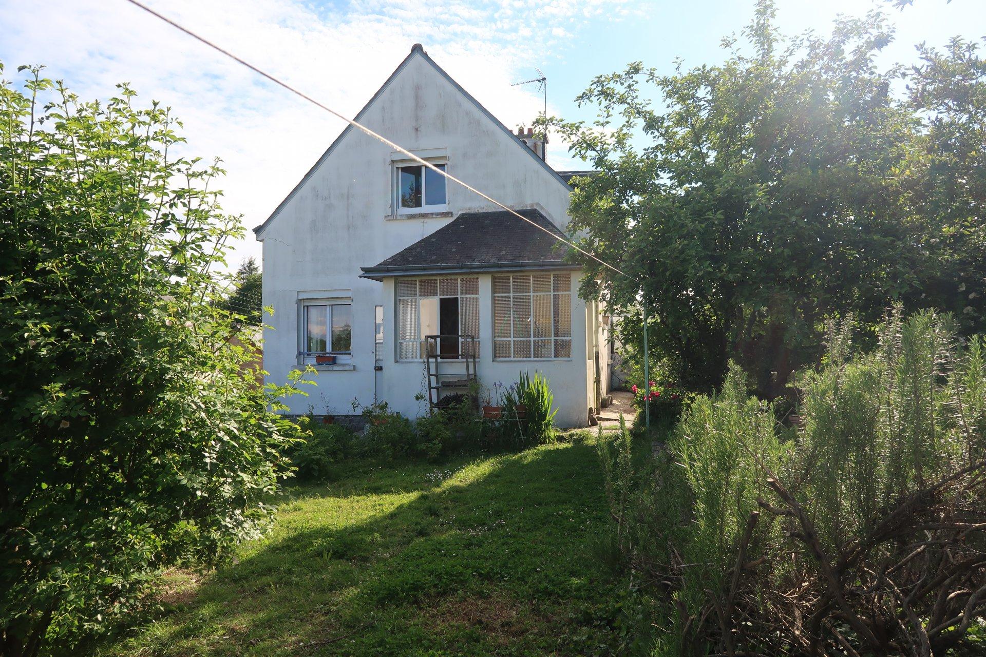 QUIMPERLE maison 4 pièces avec garage sur 540m² de terrain clos