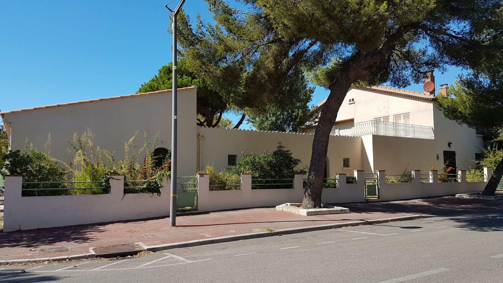 PORT DE BOUC Appartement T2/TERRASSE/ JARDIN/ PARKING