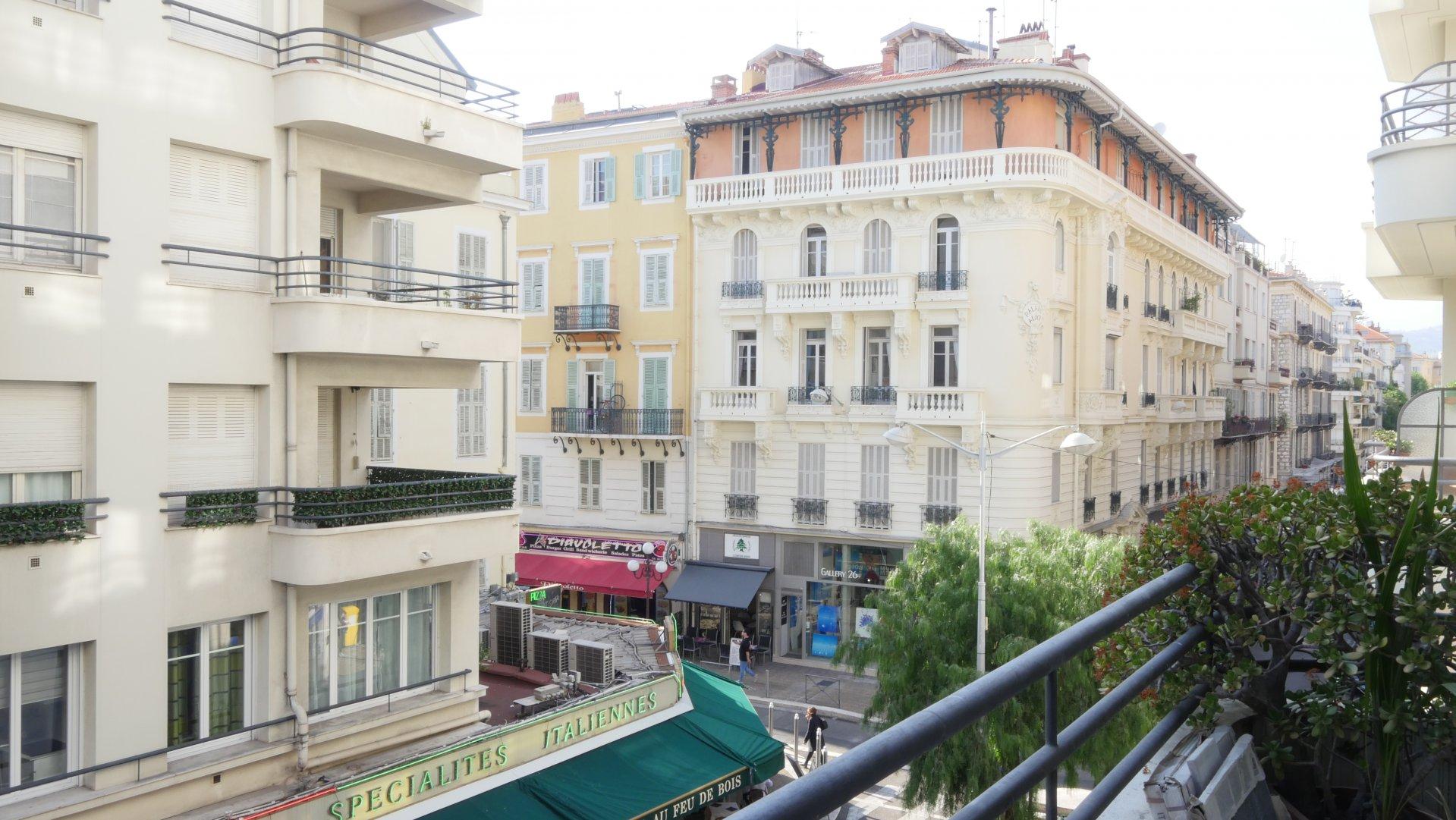 CARRE D'OR, 3 pièces de 74 m² avec terrasse
