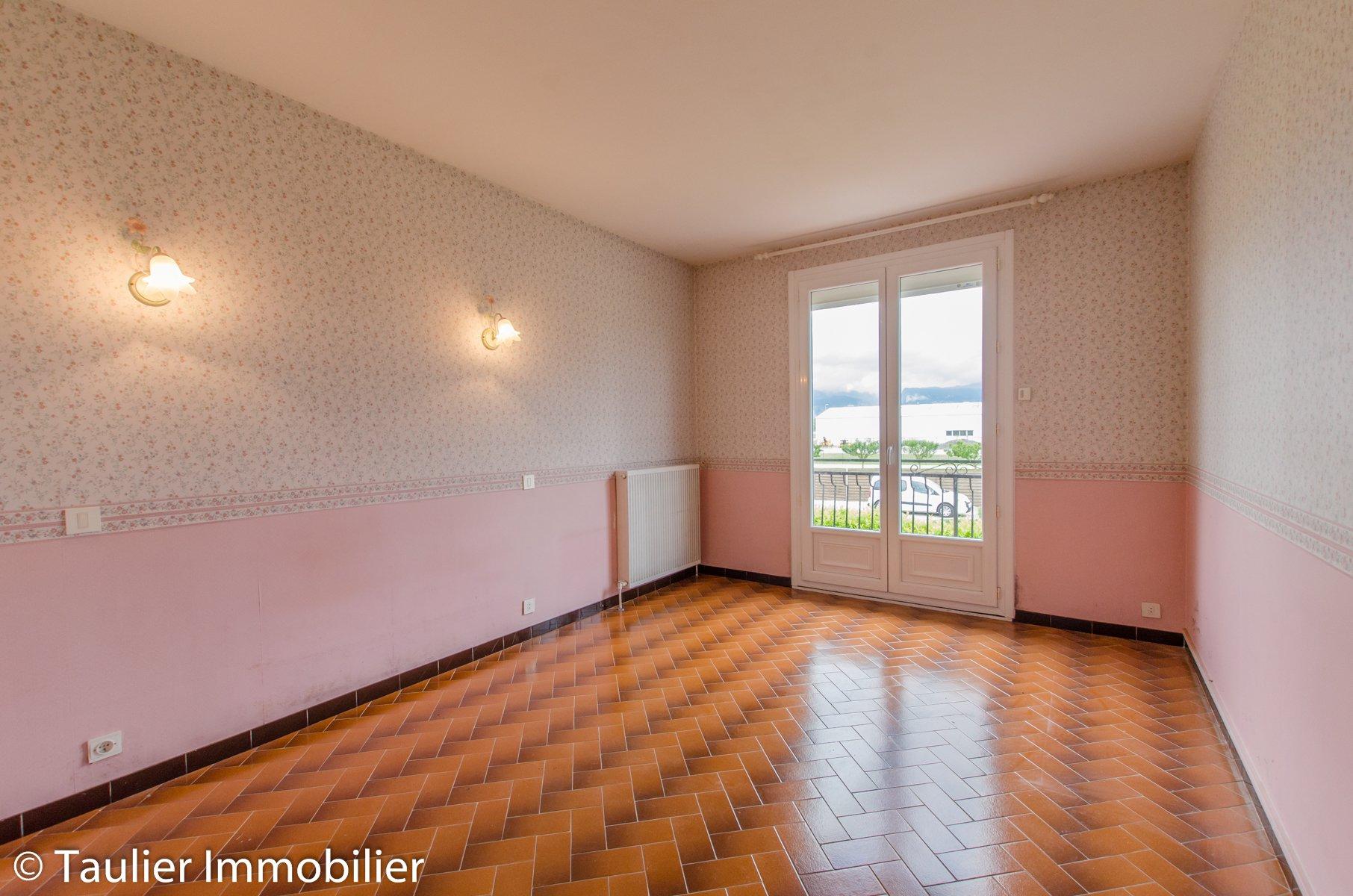 Maison 4 chambres, bien entretenue, terrain clos